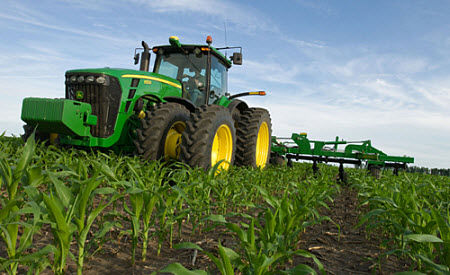 Sidedress application of anhydrous ammonia at the V5 to V6 corn growth stage.