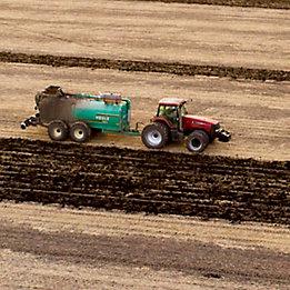Tractor applying Instinct® HL nitrogen stabilizer