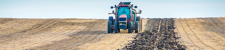 Tractor applying Instinct® II nitrogen stabilizer