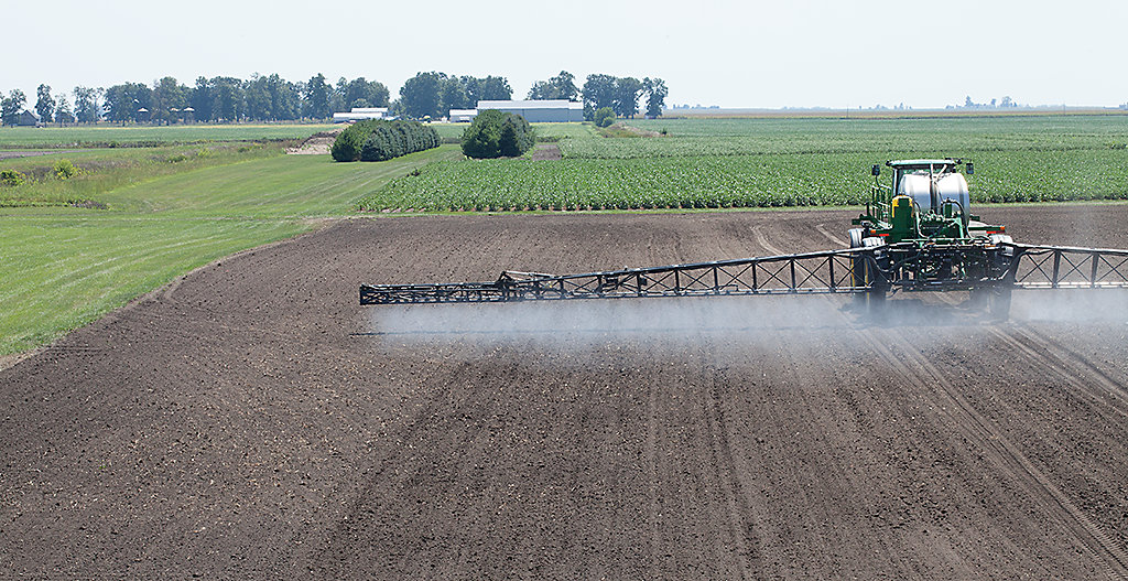 TANK MIX OF GLYPHOSATE + TRADITIONAL 2,4-D