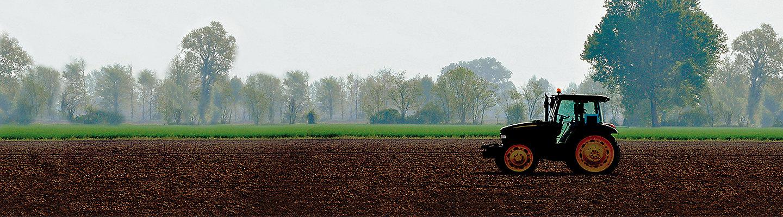 trattore su campo